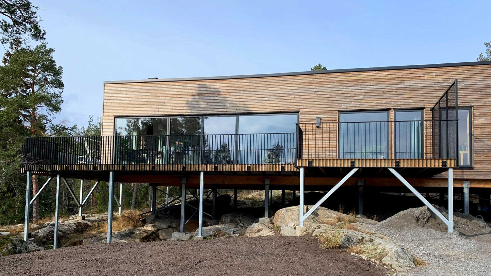 Modern aluminum railing solutions in a private housing project in Sweden